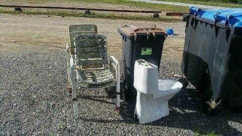 UTRIVELIG: Dette avfallet skulle vært levert på gjennvinningsstasjon. I stedet er det hensatt her.