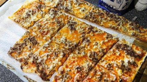 HJEMMELAGET: Skal du lage pizza i helgen, bør du sjekke pristesten vår for å se hvor du ikke bør handle ingredienser. Foto: Gorm Kallestad (NTB scanpix)