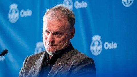 INFORMERTE: Byrådsleder Raymond Johansen (Ap) under lørdagens pressekonferanse om koronasituasjonen i Oslo. Foto: Terje Pedersen (NTB)