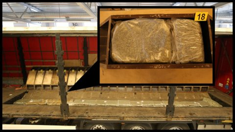 NARKOTIKA: I trekkvognens gulvkasser ble det funnet 101 vakuumposer, som til sammen inneholdt 100,49 kilo marihuana.