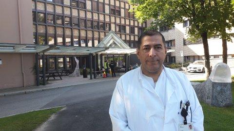 OPPDAGET DØDELIG PARASITT: Overlege Yosef Abdulamir ved Barne- og ungdomsklinikken på Sykehuset Telemark.