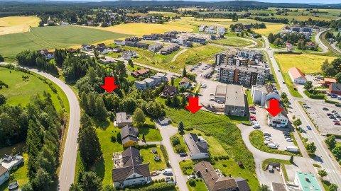 OMRÅDET: Pilene viser de tre bruksnumrene som eiendommen består av.