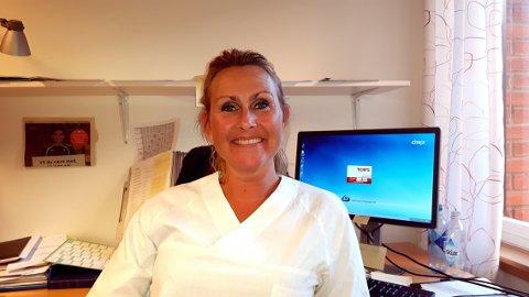 SØK RÅD: Janne Dahlby, koordinerende sykepleier ved seksjon for sykelig overvekt i Sykehuset Innlandet, oppfordrer overspisere til å snakke med fastlegen om problemet.
