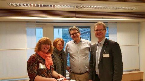 Anne Karin Torp Adolfsen (Ap), Anne Elisabeth Thoresen, statssekretær Tom Christer (H) i samferdselsdepartementet og stortingsrepresentant Tor André Johnsen.