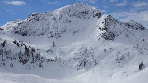 Dette er fjellet som frikjørerne kjørte ned onsdag morgen, hvor Dennis Risvoll krasjet.