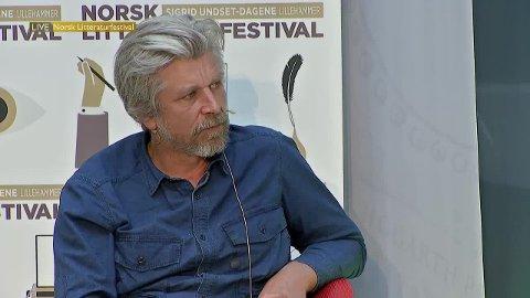 KOMMER: Karl Ove Knaugård er litterær gjest under et åpent kveldsmøte på Nansenskolen mandag 16. april.