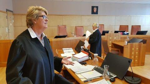 Inger Johanne Reiestad Hansen er bistandsadvokat for kvinnen som ble skadd i desember. Iris Øsp Lydsdottir Storås er aktor i saken.