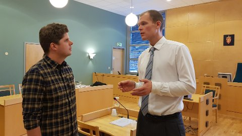 SAKSØKER: Andreas Strøm og advokat Trond Walmsnæss Wehn har gått til sak mot staten etter en fallulykke på Vegmuseet ved Hunderfossen i 2014.