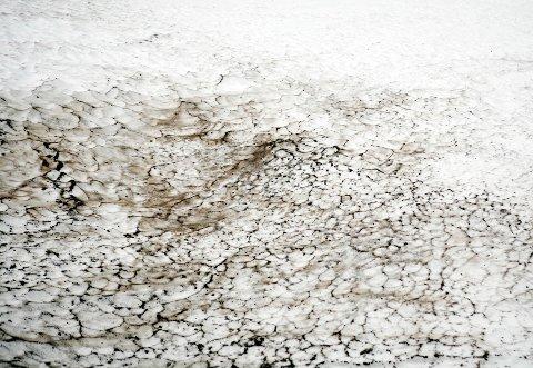 Skitten snø gir raskere snøsmelting.