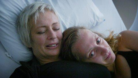 """Ivana Hollan og Barbora Hollan, bilde fra filmen """"Løvetannmamma""""."""