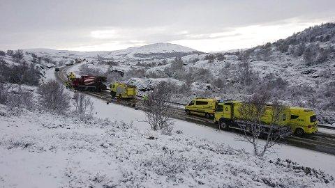Tre personer mistet livet i en trafikkulykke på E6 ved Kongsvoll i Oppdal i Trøndelag. I følge politiet har en betongbil og en personbil frontkollidert. Foto: Arvid Storli / NTB scanpix