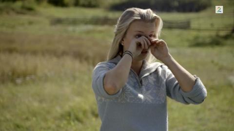 Marte Flobergseter tørker tårene etter at hun på nytt ble valgt som førstekjempe.