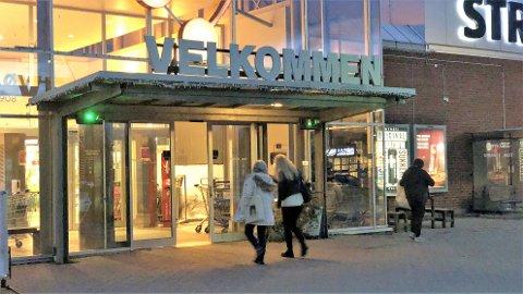 Kundene på Strandtorget ser ut til å bruke hele uka til å handle i stedet for bare fredagen.