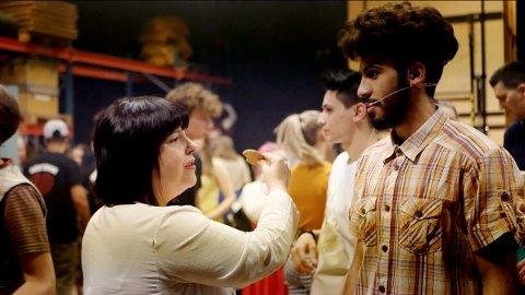 Carol Kvande gikk rett fra hjernehinnebetennelse og alvorlig virusinfeksjon tilbake til regiansvaret for oppsetningen «Grease» i Maihaugsalen, som har premiere lørdag 15. februar.