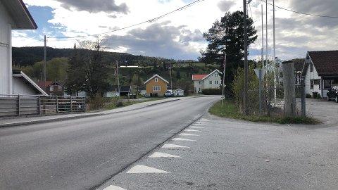 HER SKJEDDE ULYKKEN: Kortesjen skal ha hatt en stopp ved Sagatangen (i Gran kommune) for at russen skulle komme seg inn igjen i bilene.