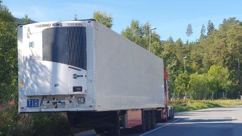 Hele sju tungbiler fikk kjøreforbud i Øyer tirsdag. Dette er en av dem.