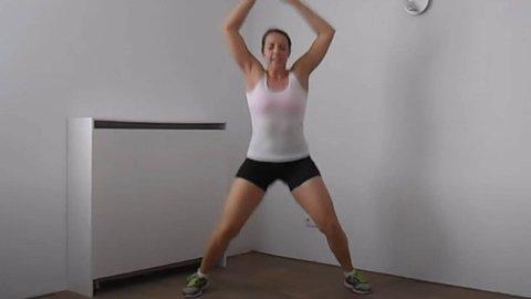 Øvelsen Jumping Jacks er en av øvelsene i treningsprogrammet på 11 minutter.
