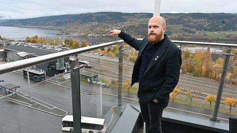 Nav søker lokaler nær offentlig transport. – Værsågod, sier fylkespolitiker Johannes Wahl Gran.