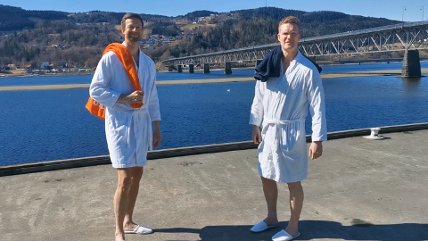 KLARE: Harald Fagerhaug og Morten Skråtengen vil bygge flytende badstue på Mjøsa og ankre opp ved den gamle Skibladner-brygga .