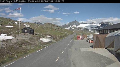 Et bilde tatt av Statens vegvesen i dag viser at snømengden er betraktelig mindre enn på samme dato i fjor. Sveip for å se bilde fra i fjor.