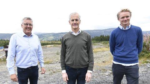 GÅR FOR MOELV: Stortingskandiatene Rune Støstad (t.v.) og Anders Brabrand får støtte i sykehussaken av partileder Jonas Gahr Støre