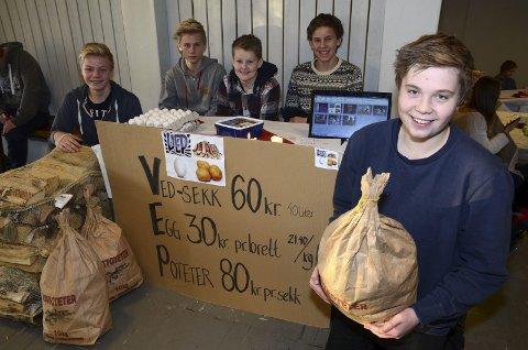 VEP: Disse gutta selger ved, egg og poteter som hakka møkk. Fra høyre Magnus Hole-Stenerud, Jens Heier Smedshammer, Magnus Brænden, Borger Rækstad og Lars Olsby Dæhlen.