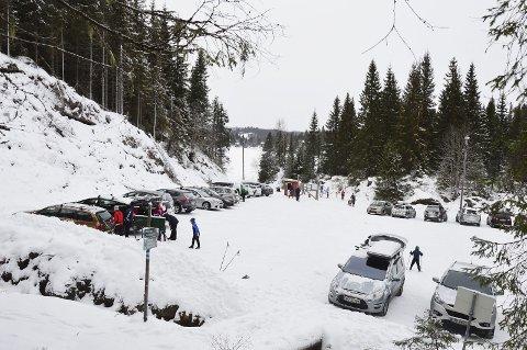 Envegskjøring: Mange vil gå på ski fra Mylla og Svartbekken. Det gjør at Lunner kommune nå innfører envegskjøring i Vestbygdvegen. fra Harestua.