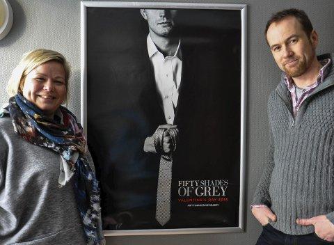 FILM OG PARTY: Veronica Stokkvold og Knut André Bjerke ønsker velkommen til verdenspremière og etterfest i skikkelig Fifty Shades of Grey-stil.