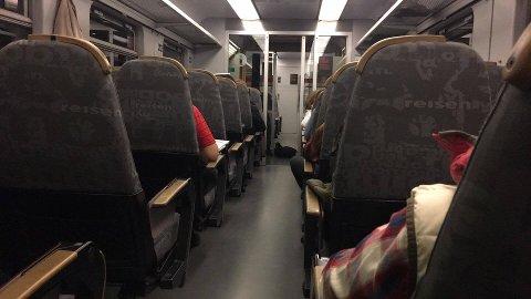Passasjerer sperret inne på toget mellom Hakadal og Nittedal.