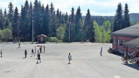 BORTE: Onsdag 16. mai er skoleplassen helt snøfri.