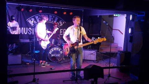 LØSE LISSER: Band med musikkelever fra Hadeland videregående.