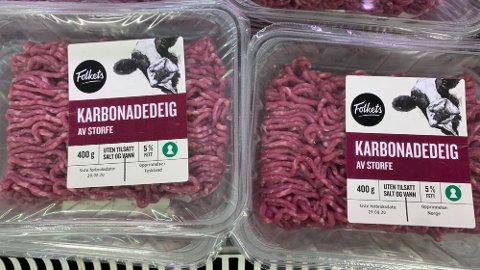 – FOR DÅRLIG MERKET: Kjøttdeigpakken til venstre har kjøtt fra Tyskland, mens den til høyre er norsk kjøtt - og pakkene ser helt like ut.