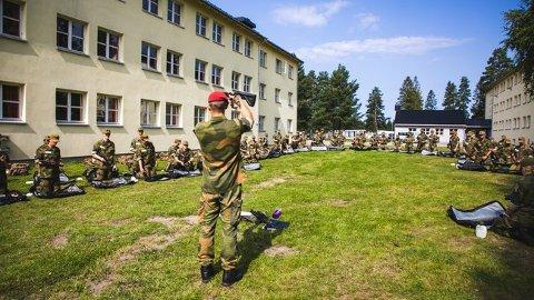 Rekrutter undervises på Sessvollmoen. (Foto: Forsvaret)