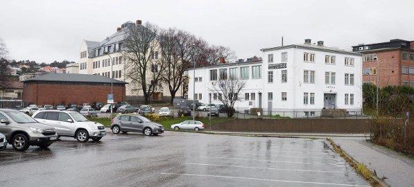 Sentrumsskole: Os-bygningen bevares i begge forslagene, men Halden Arkitektkontor foreslår å rive Halden Bad og bygge ungdomsskole her. Foto: Stein Johnsen