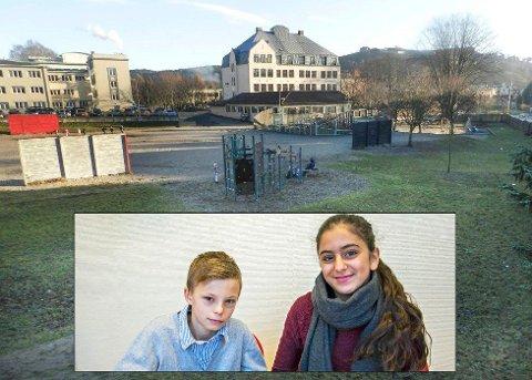 LYTT TIL OSS: - Jeg tenker på hvordan elevene kommer til å trives, det er barna som skal gå der ikke de voksne, sier elevrådsleder på Os skole, Lina Mirza. -  Hør på hva vi vil ha også, ber elevrådsnestleder, Casper Lilleby.