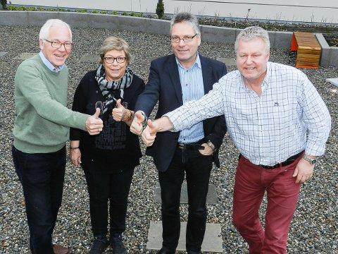 """Kjell Hagen fra Sparebankstiftelsen Halden (fra venstre), prosjektleder Marit Dahl, ordfører Thor Edquist og HA-redaktør Hans-Petter Kjøge er imponert over alle haldenserne som mange mener fortjener prisen """"Årets ildsjel""""."""