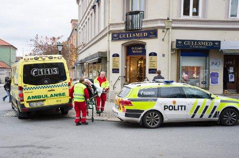Ranerne slo til på lyse ettermiddagen i oktober 2014 En av de ansatte ble skadet og sendt på sykehus etter møtet med gjerningspersonene. Mandag blir ranet tema i Åsted Norge.