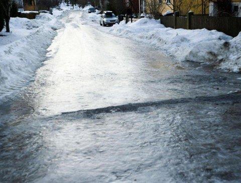 NEDBØR OG PLUSSGRADER: Væromslaget kan sørge for svært glatte veier, spesielt i distriktene.