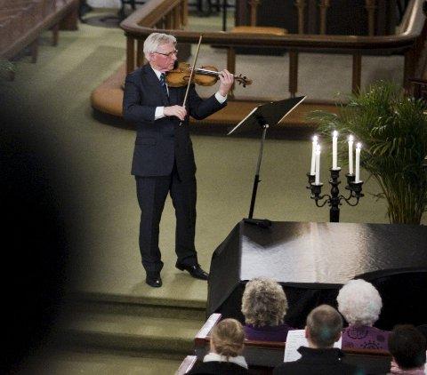 SOLGTE UT SIST: Da Arve Tellefsen var i Halden i 2011 og spilte i Berg kirke, var det helt utsolgt. Lørdag kommer han til Halden igjen.