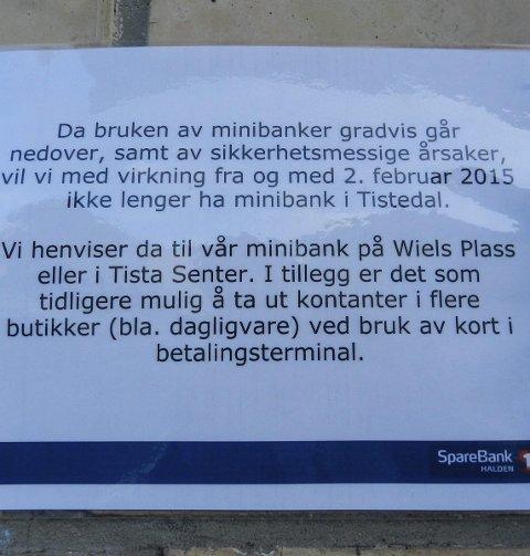 INFO: Denne plakaten finner minibankkundene nå på veggen i Tistedal.