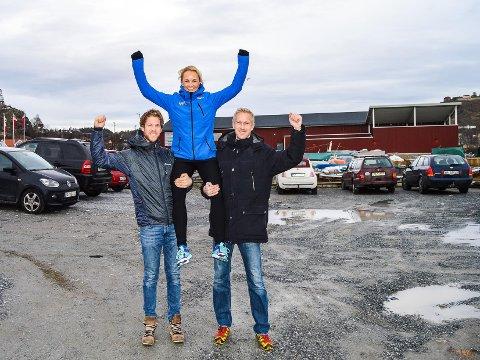 Senterleder Veronika Lund og eierne Thomas og Anders Viken jubler over det som blir en storstilt utbygging og nytt treningssenter for Spenst på Høvleriet.