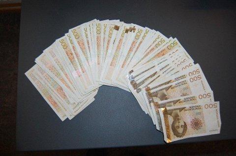 KOSTET FLESK: Tollvesenet beslagla 45.000 kroner som overtredelsesgebyr for å ikke ha deklarert de 225.000 kronene.