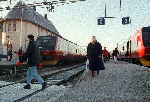 INGEN TOGAVGANGER: Alle togene stopper mellom klokka 15 og 16.