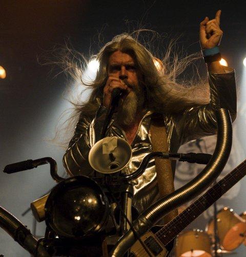 BLACK DEBBATH: Vokalist Lars Lønning leverte varene i går. Foto: Bjørn Johannessen.