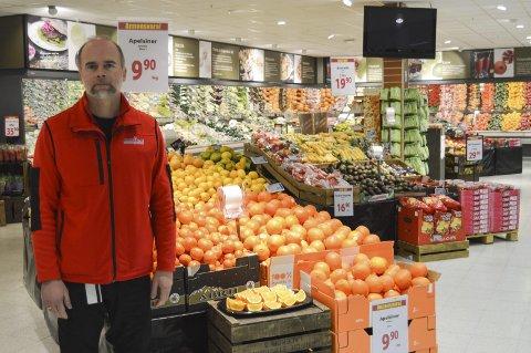 DAGLIG LEDER: Ole Jørgen Lind er butikksjef for MaxiMat på Nordby.