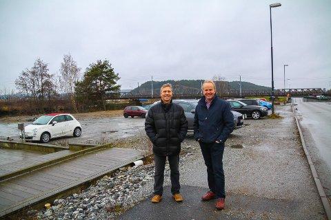 EXPERT OG SPENST: Her kommer bygningen som skal huse Expert og Spenst. Per Voldberg og Trond Østby i Tista Eiendom regner med byggestart i mars.