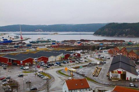 HØVLERIET: Dette blir sentrum for elektronikkbransjen i Halden med både Elkjøp, Clas Ohlson og Expert. I tillegg ligger Riis her.