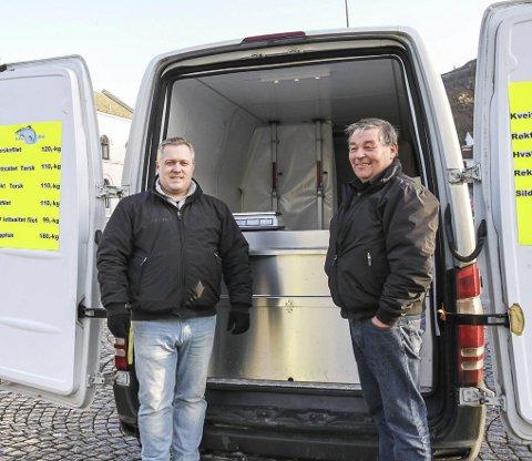 Nye fiskehandlere: Ronny Hoffmann og Johnny Sørensen håper haldenserne vil ha kvalitetsfisk. Dersom handelen går bra satser de på å komme til Torget hver torsdag i vinter. Alle foto: Thomas Lilleby