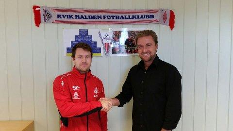 Mathias Engebretsen og Glenn Ståhl er enige om ny kontrakt for midtbanespilleren. Foto: Kvik HFK