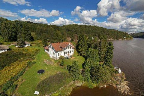 SOLGT: Oscar Torp Heimen ved Ringdalsfjorden er solgt. Foto: Eiendomsmegler 1